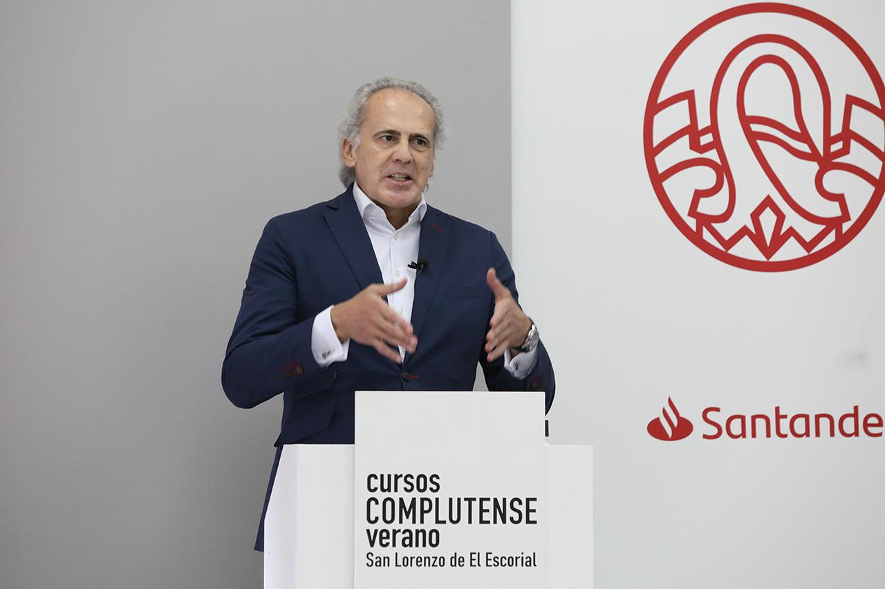 Enrique Ruiz Escudero, durante su intervención