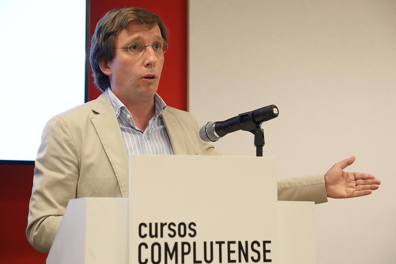 El alcalde de Madrid, José Luis Martínez Almeida, clausuró el curso