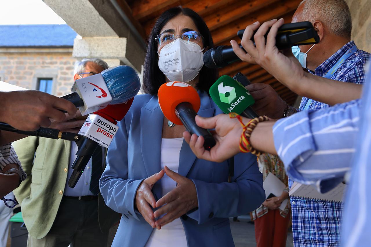 La ministra de Sanidad atiende a los medios de comunicación