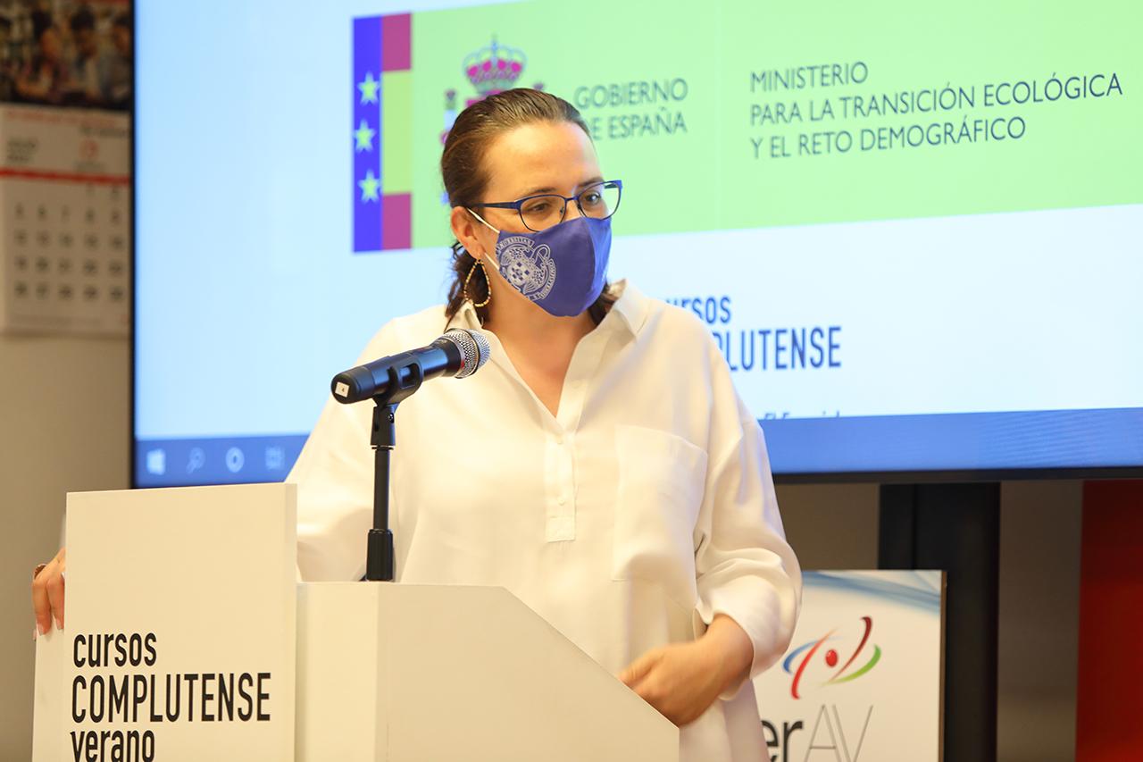 """Rosa de la Fuente, vicerrectora de Ezstudiantes de la UCM, dirige el curso """"Cohesión territorial y transición ecológica"""""""