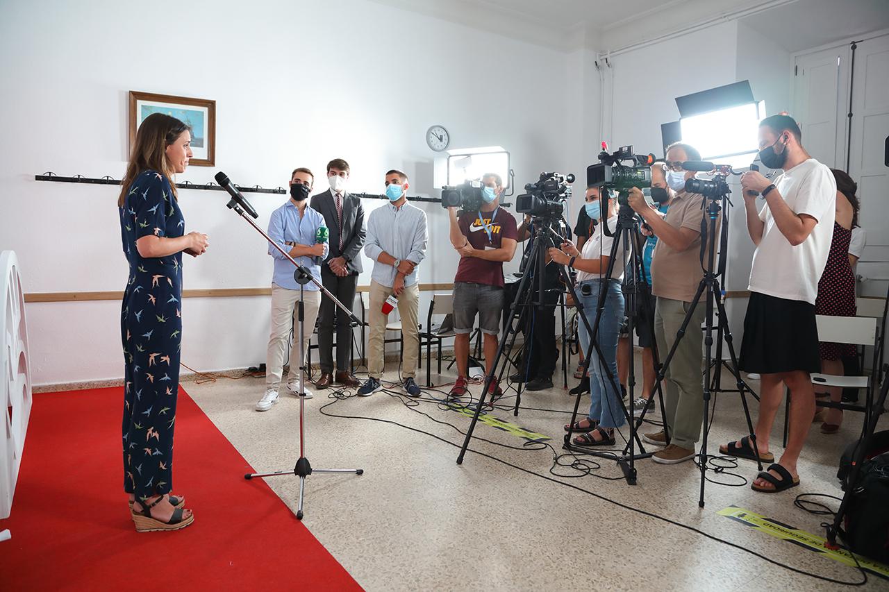 La ministra de Igualdad atendió a los medios de comunicación