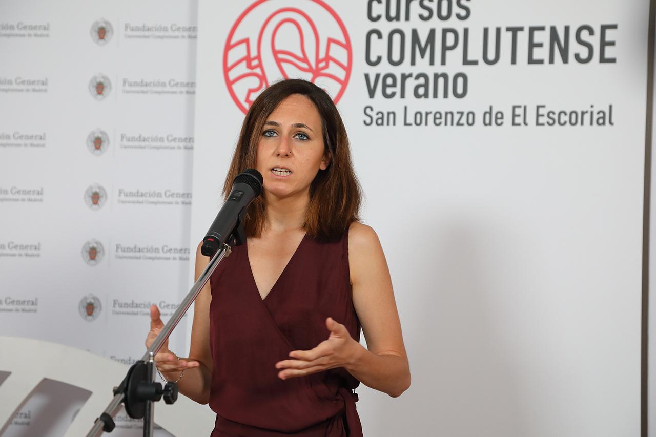 La secretaria general de Podemos atiende a los medios de comunicación