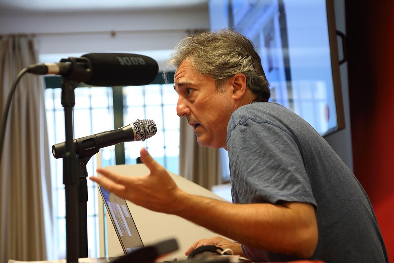 Jaume Peris, profesor de la Universidad de Valencia, durante su conferencia sobre la represión argentina y chilena
