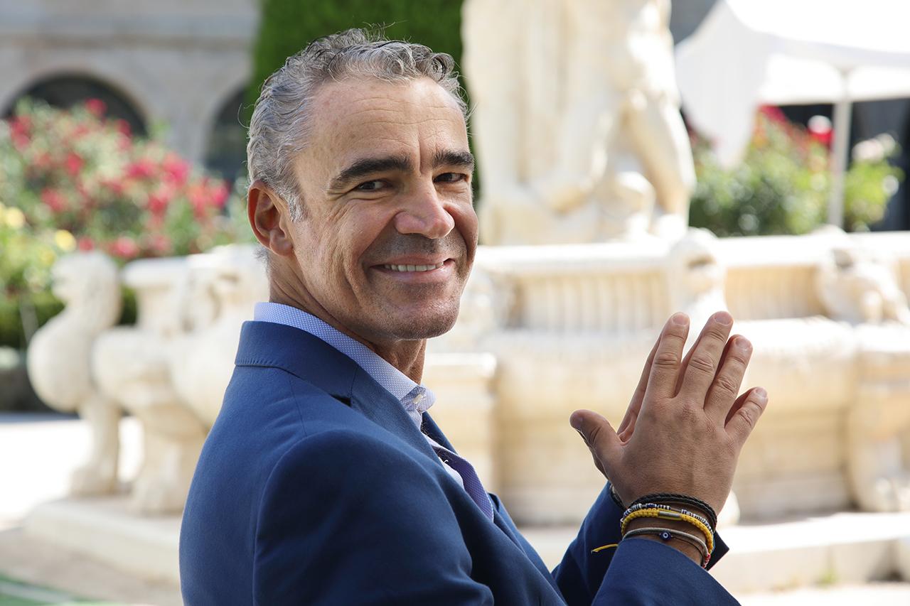 El profesor de Sanidad Animal Bruno González Zorn, en el claustro del RC María Cristina