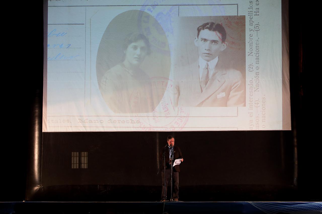 James D. Fernández, en la presentación de la obra