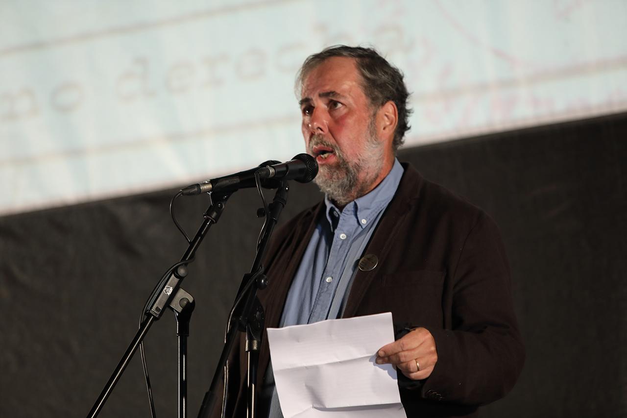 James D. Fernández