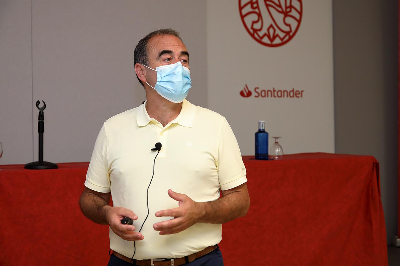 El presidente de la Sociedad Española de Inmunología duda de la necesidad de una tercera dosis contra la COVID-19