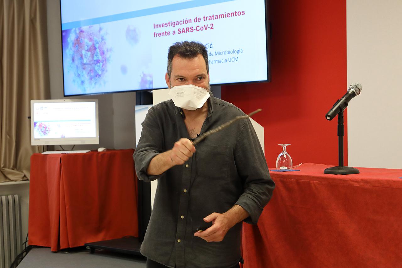 """El catedrático de Microbiología, Víctor Jiménez Cid, codirector del curso """"Investigación científica en torno a la COVID-19"""","""