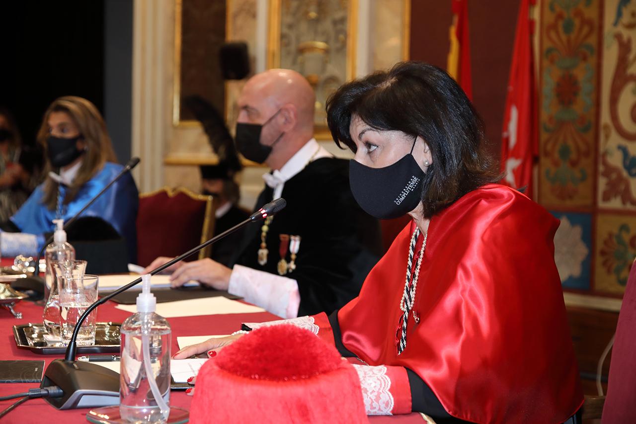 La secretaria general, Araceli Manjón-Cabeza, durante su lectura del avance de la Memoria del pasado curso