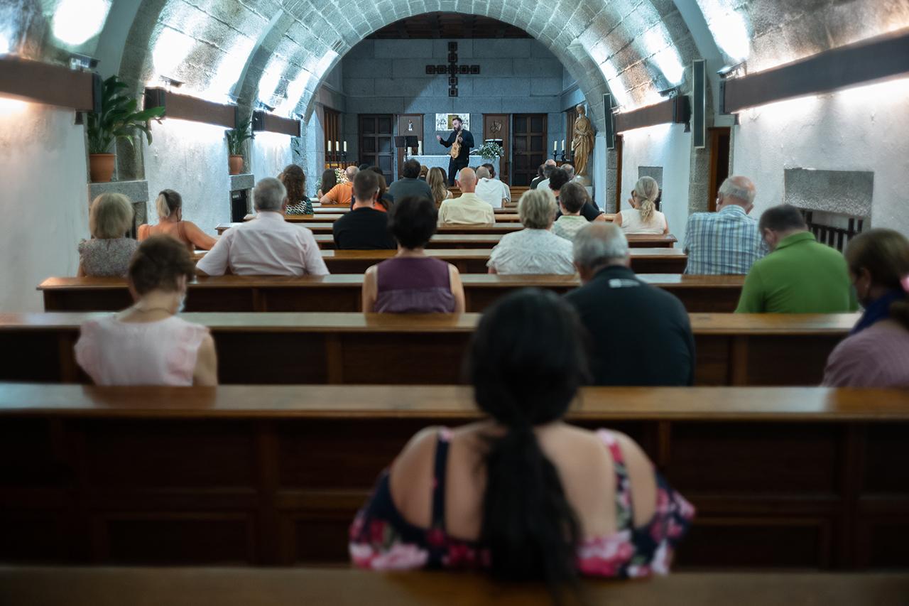 """Música medieval: """"La armonía silenciosa del Pórtico de la Gloria: Performatividad y liturgia en el nártex de la Catedral de Santiago"""""""