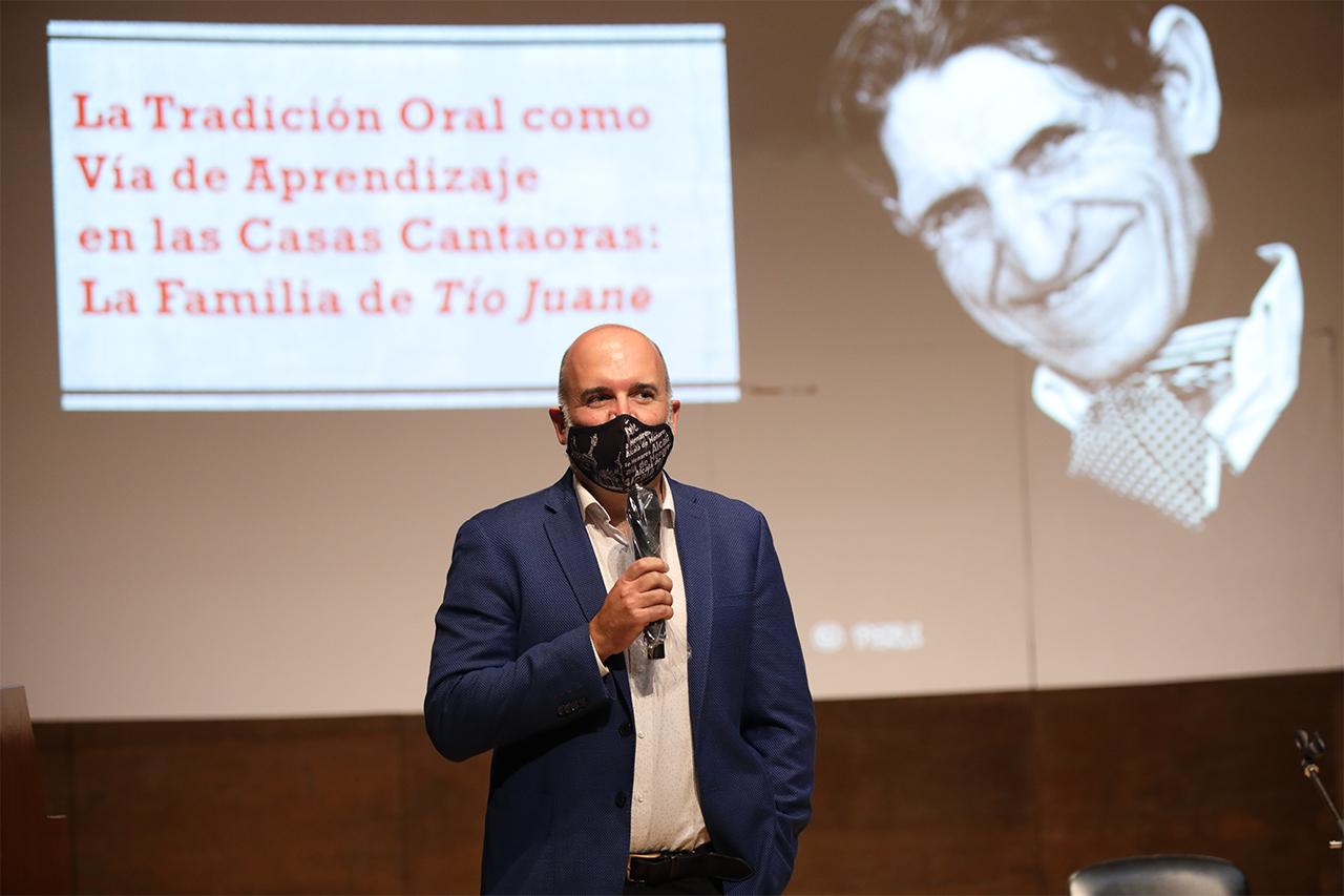 El vicedecano de Biblioteca y Cultura de la Facultad de Filología, José Manuel Lucía Megías, ha presentado el acto