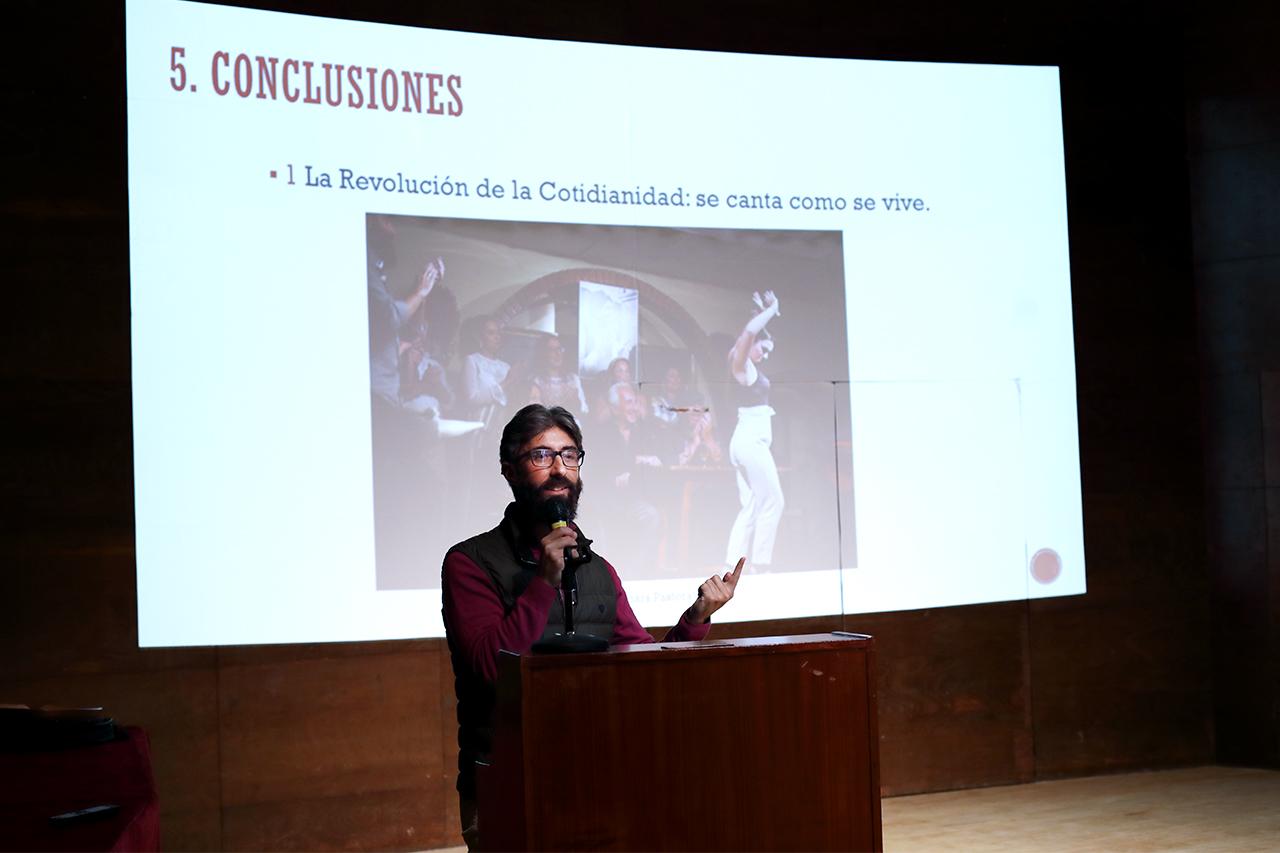 Pedro Garrido ha presentado los resultados de su TFM en el paraninfo de la Facultad de Filología