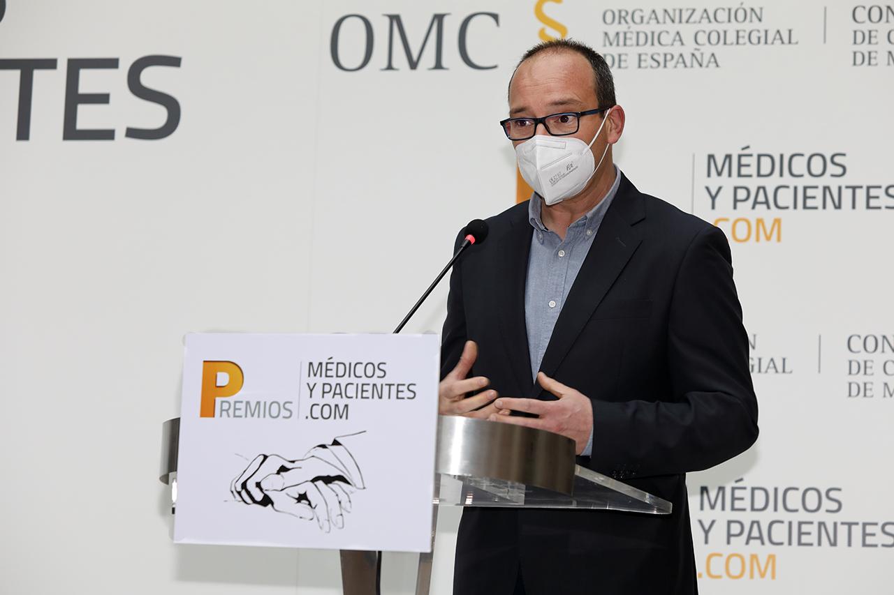 Emilio Elvira, responsable del Taller de Vidrio Científico de la UCM