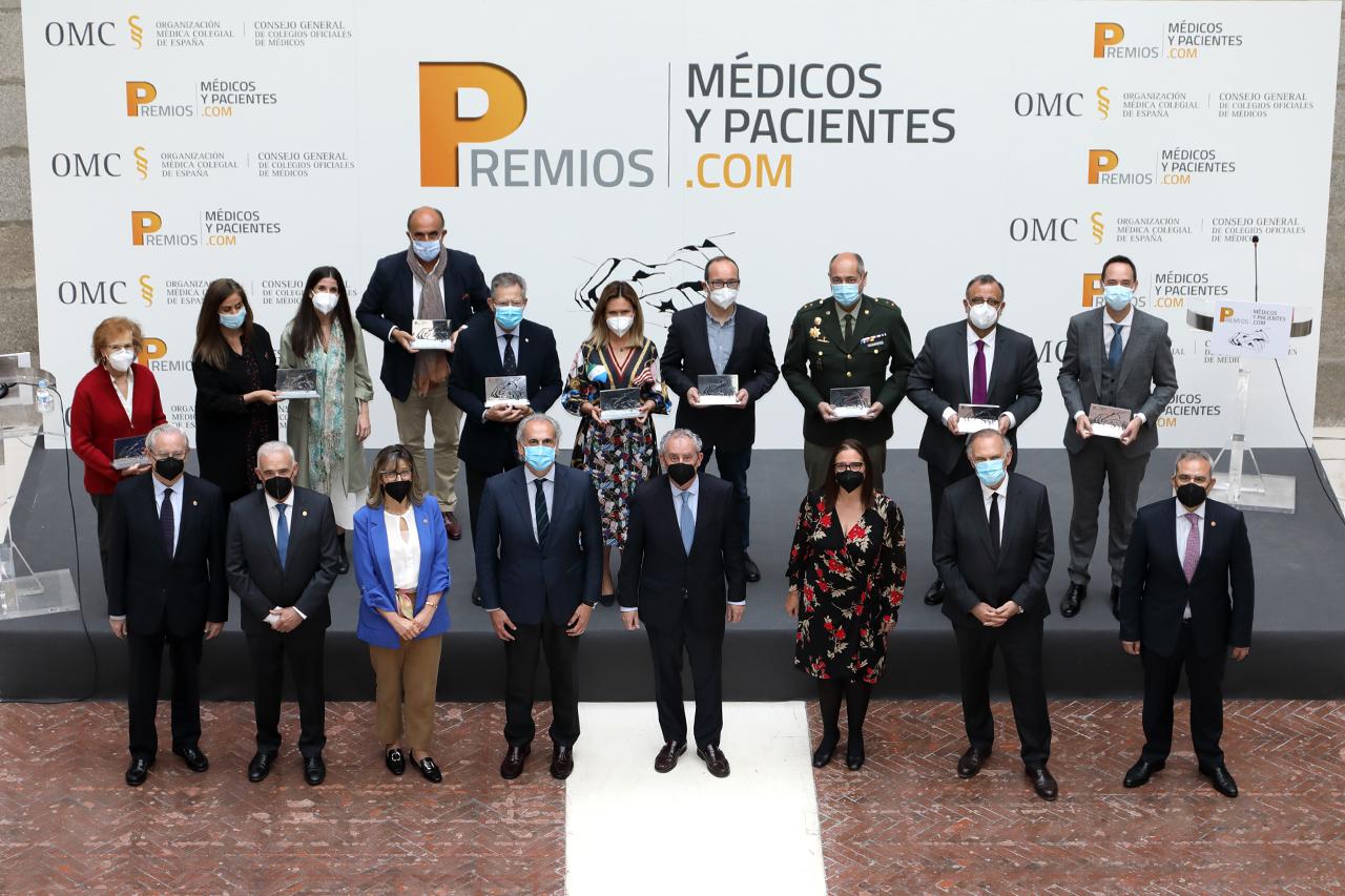 Fotografía de todos los premiados por el CGCOM