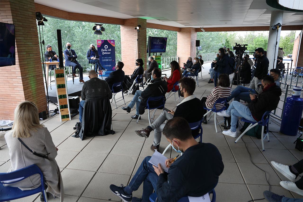 La presentación a los medios se celebró en la terraza del edificio de entrada al Jardín