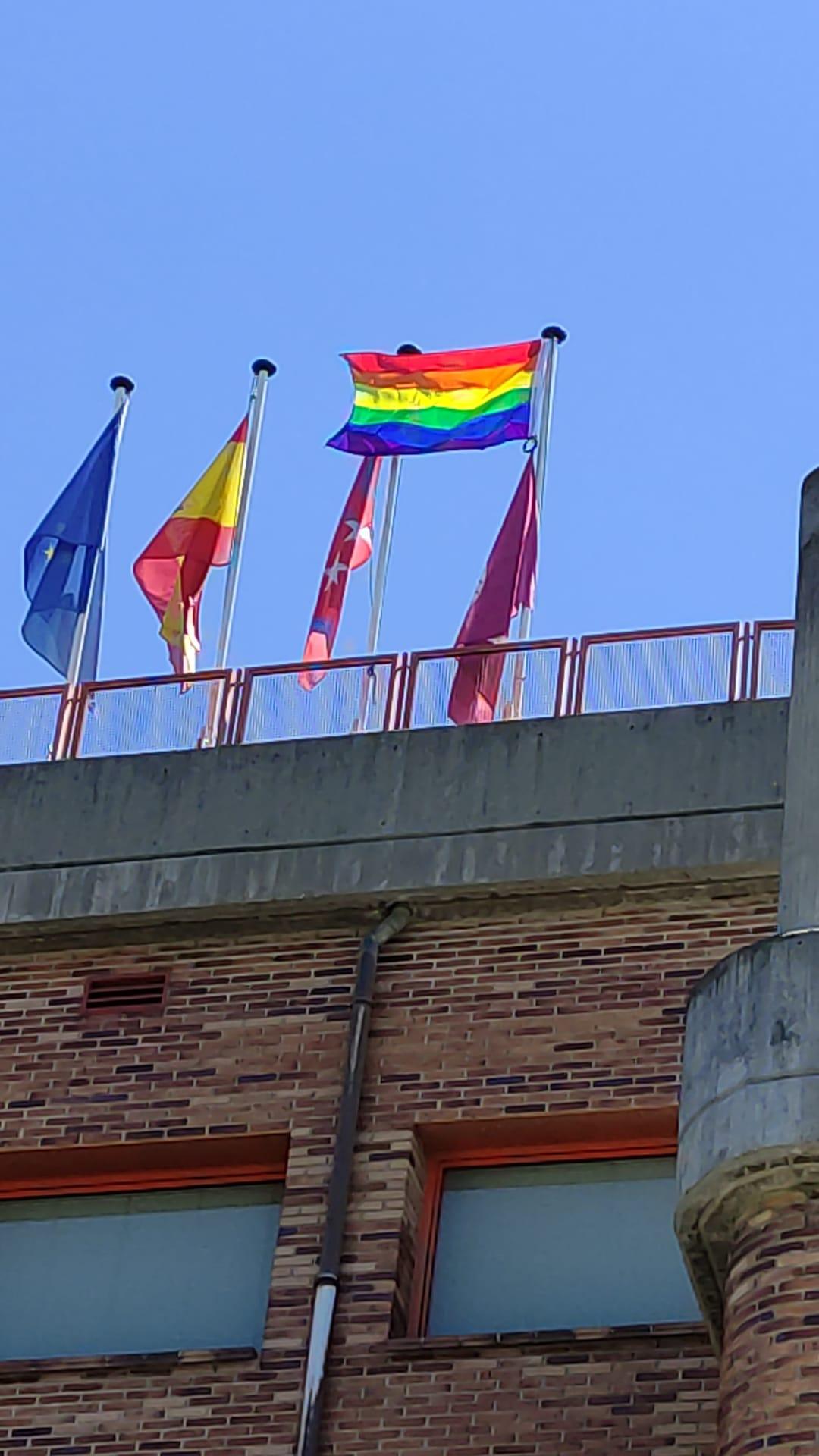 Bandera en la Facultad de Trabajo Social