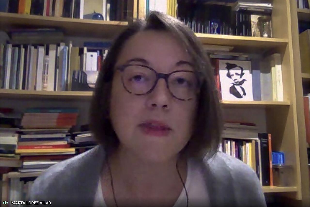 La profesora Marta López Vilar leyó algunos de los poemas de la antología de José Luis Sampedro