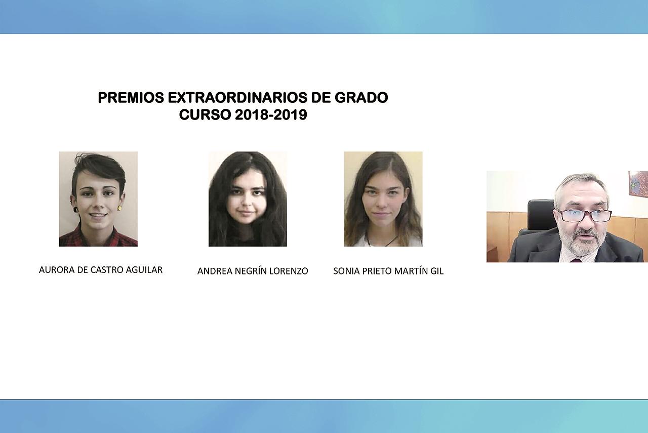 El decano de Biológicas, Jesús Pérez Gil, entrega virtualmente las acreditaciones a los premios extraordinarios de grado del curso 2018-219