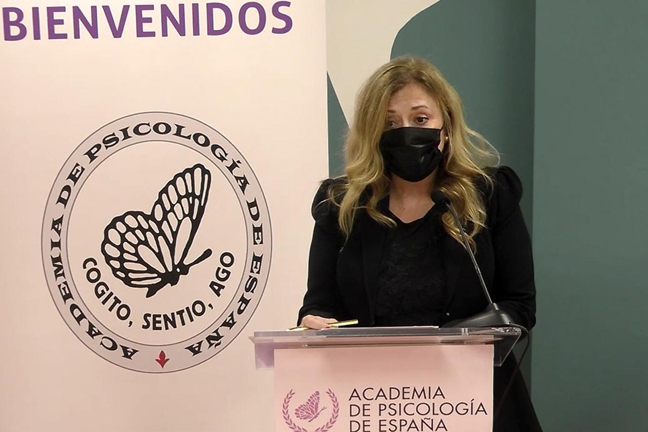 La catedrática María Paz-García Vera ingresa en la Academia de Psicología de España