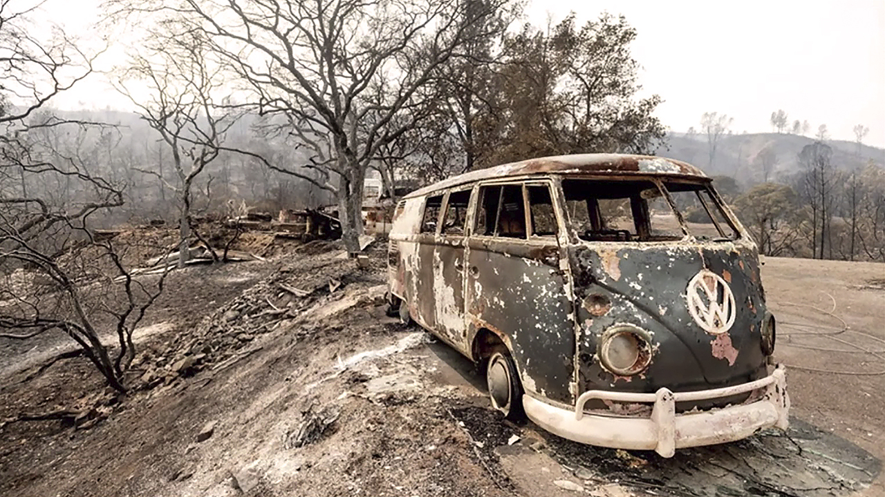 En la conferencia inaugural de la Jornada, Jennifer Parker utilizó, para concienciar, esta foto de AP/ Noah Berger, de los incendios de California de agosto de 2020