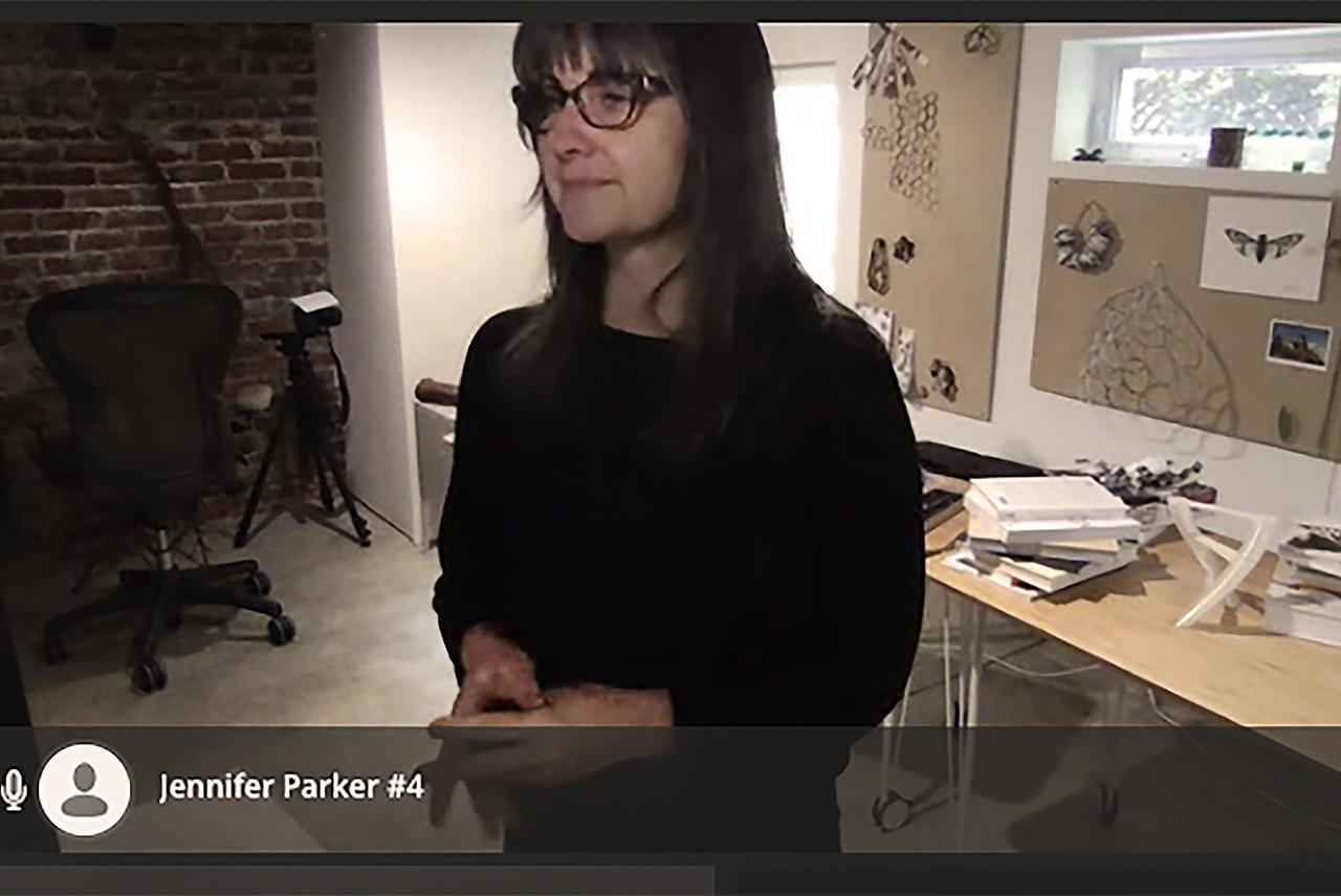 Jennifer Parker, artista y profesora de arte en la Universidad de California-Santa Cruz y directora de OpenLab, impartió la conferencia inaugural