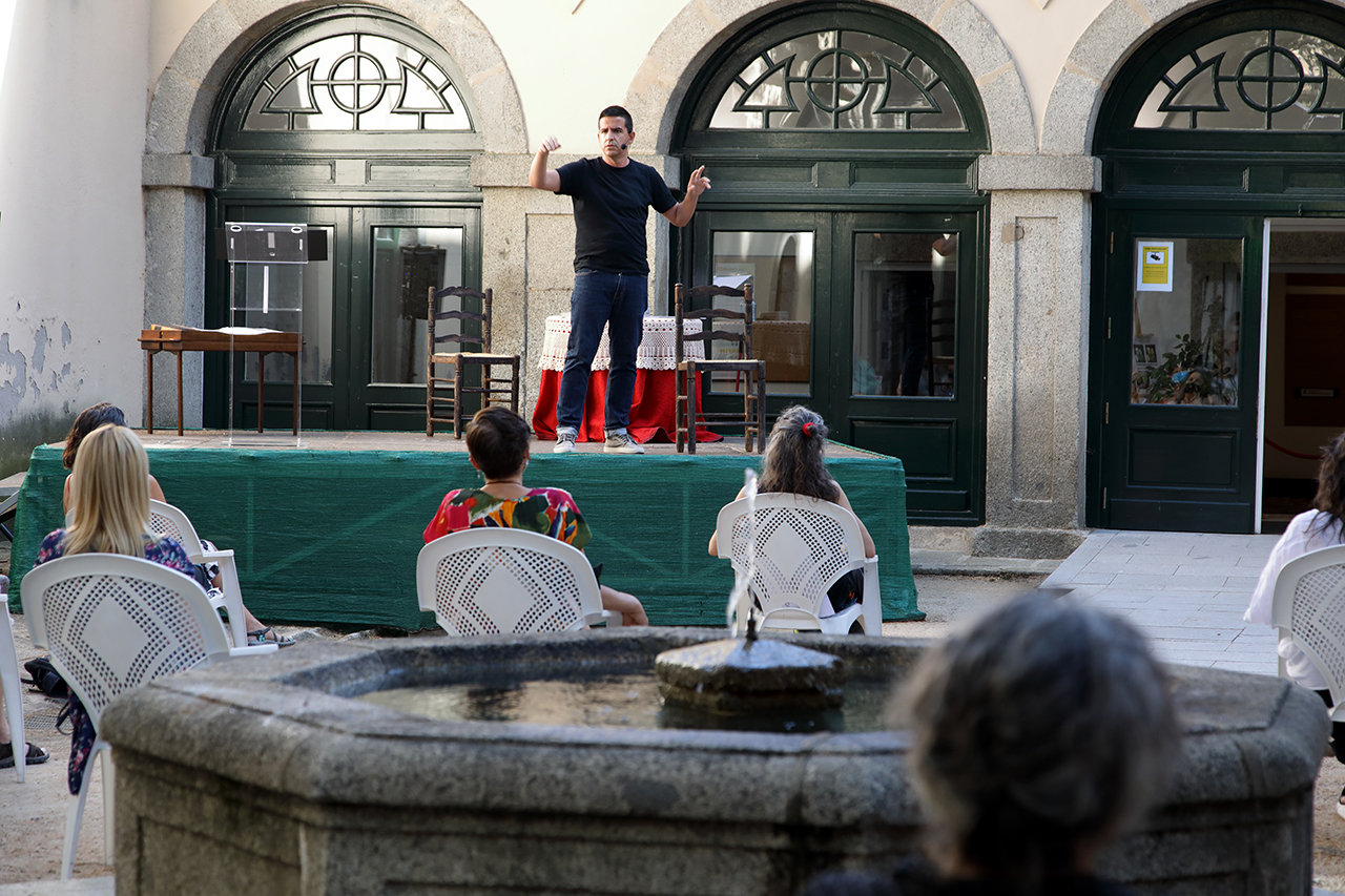 """""""Álbum migrante"""", en la Casa de la Cultura de San Lorenzo de El Escorial"""