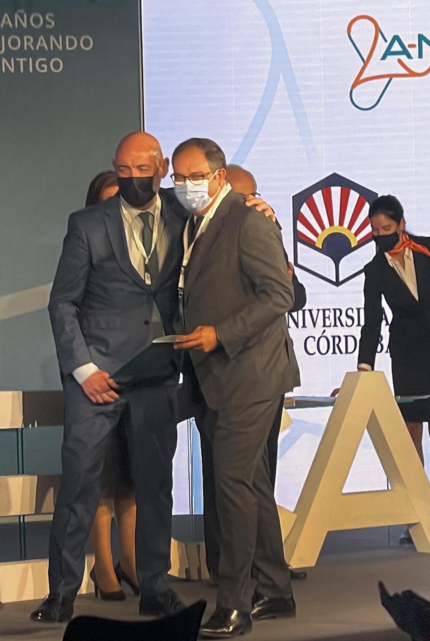 El rector felicita al decano de Químicas