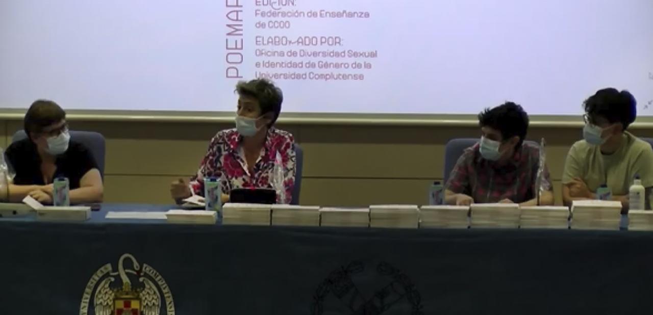 Melani Penna, en el centro, durante su intervención