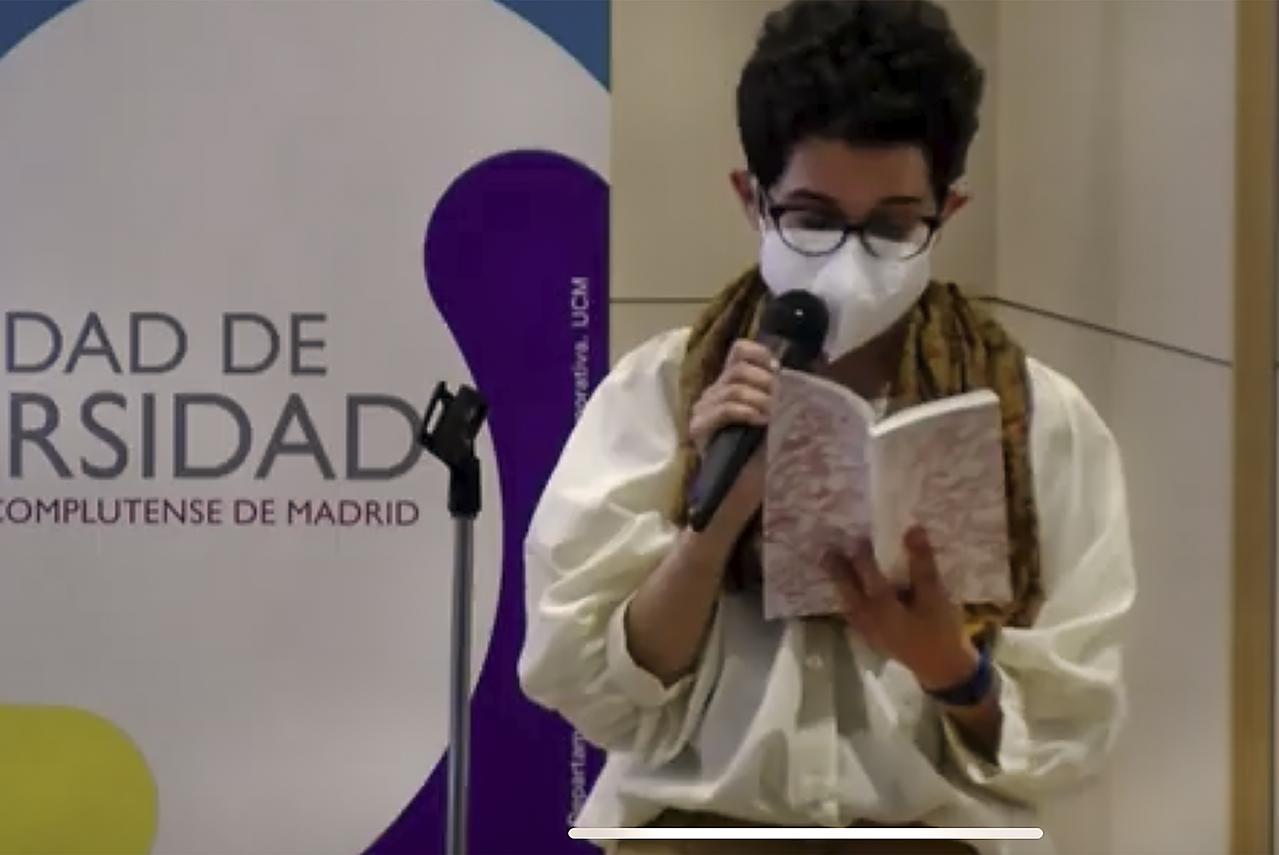 Mila Villafañe fue la primera de las autoras en leer su poema incluido en la obra