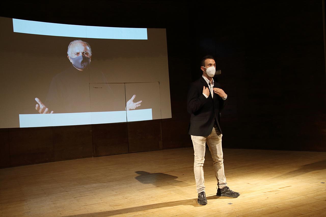 El vicerrectorado de Cultura, Deporte y Extensión Universitaria ha ofrecido la XIII edición de la gala de Teatro Mínimo y Monólogos, dividida en dos sesiones