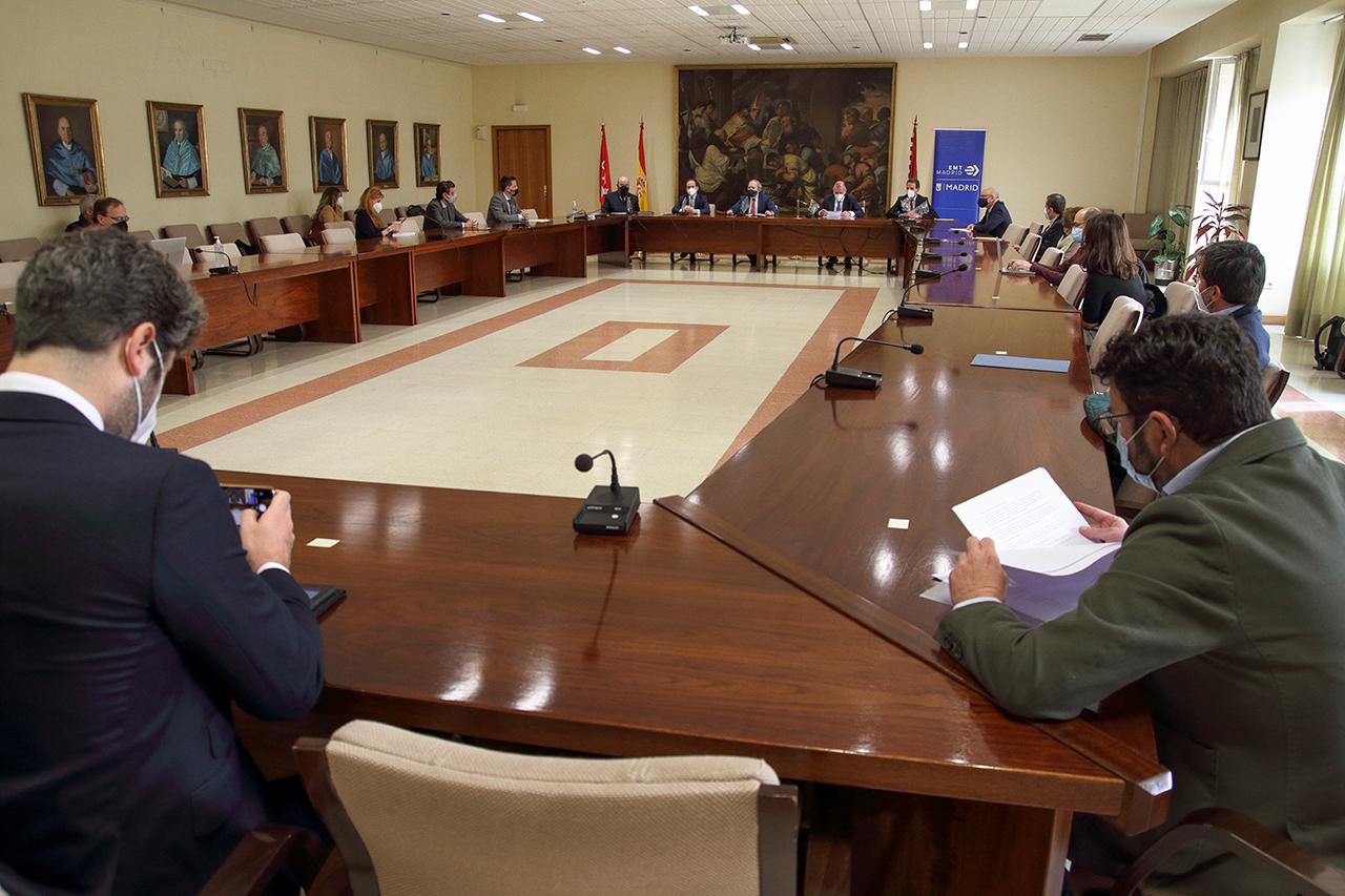 La presentación de la cátedra se ha llevado a cabo en la sala de juntas de la Facultad de Geografía e Historia