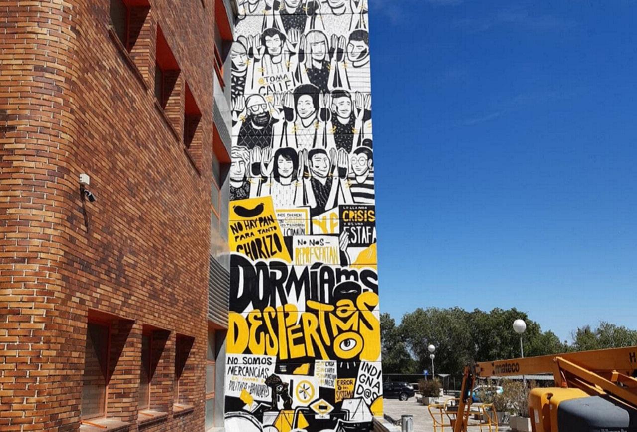 Terminado el mural en homenaje al 15-M en la Facultad de Ciencias Políticas y Sociología de la Complutense