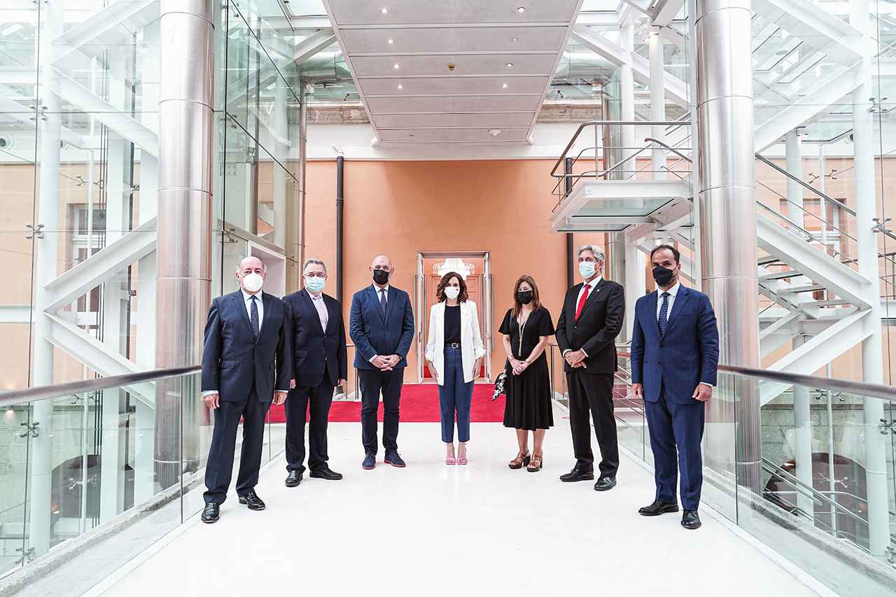 Los rectores de las seis universidades públicas madrileñas junto a la presidenta de la Comunidad de Madrid, en la reunión celebrada este 9 de septiembre